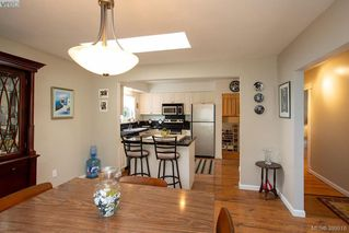 Photo 9: 3345 Roberlack Road in VICTORIA: Co Wishart South Single Family Detached for sale (Colwood)  : MLS®# 399816