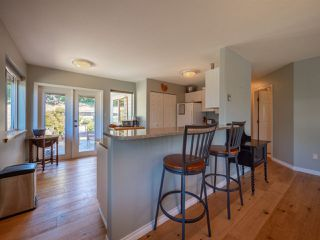 "Photo 3: 5072 BAY Road in Sechelt: Sechelt District House for sale in ""Davis Bay"" (Sunshine Coast)  : MLS®# R2321303"