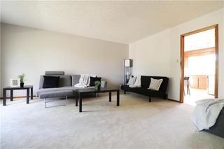 Photo 2: 52 Red Oak Drive in Winnipeg: Oakwood Estates Residential for sale (3H)  : MLS®# 202018136