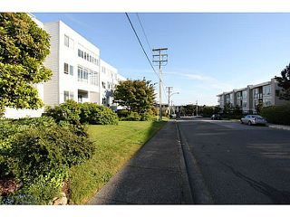 "Photo 11: 102 1354 WINTER Street: White Rock Condo for sale in ""Winter Estates"" (South Surrey White Rock)  : MLS®# F1441606"