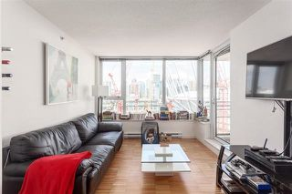 "Photo 1: 2207 33 SMITHE Street in Vancouver: Yaletown Condo for sale in ""COOPERS LOOKOUT"" (Vancouver West)  : MLS®# R2106492"