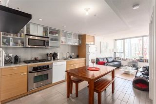 "Photo 2: 2207 33 SMITHE Street in Vancouver: Yaletown Condo for sale in ""COOPERS LOOKOUT"" (Vancouver West)  : MLS®# R2106492"