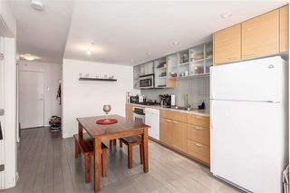 "Photo 3: 2207 33 SMITHE Street in Vancouver: Yaletown Condo for sale in ""COOPERS LOOKOUT"" (Vancouver West)  : MLS®# R2106492"