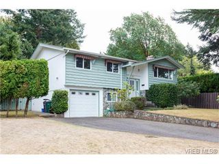 Photo 2: 1596 Longacre Dr in VICTORIA: SE Gordon Head House for sale (Saanich East)  : MLS®# 741988