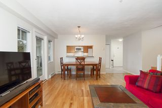"Photo 5: 1 2482 E 8TH Avenue in Vancouver: Renfrew VE Townhouse for sale in ""8TH AVENUE GARDEN APARTMENTS"" (Vancouver East)  : MLS®# R2142164"