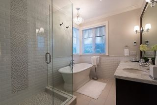 """Photo 15: 939 INGLEWOOD Avenue in West Vancouver: Sentinel Hill House for sale in """"Sentinel Hill"""" : MLS®# R2143743"""