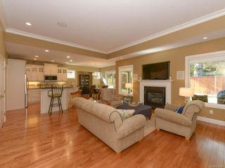 Photo 15: 309 FORESTER Avenue in COMOX: CV Comox (Town of) House for sale (Comox Valley)  : MLS®# 752431