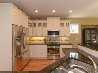 Photo 4: 309 FORESTER Avenue in COMOX: CV Comox (Town of) House for sale (Comox Valley)  : MLS®# 752431