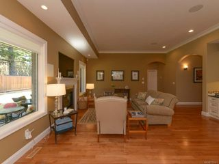Photo 14: 309 FORESTER Avenue in COMOX: CV Comox (Town of) House for sale (Comox Valley)  : MLS®# 752431