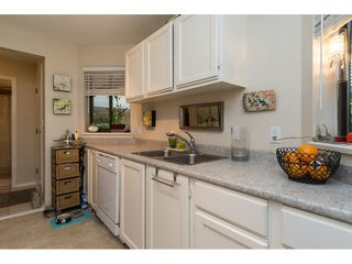 "Photo 10: 105 1467 MARTIN Street: White Rock Condo for sale in ""Searidge Court"" (South Surrey White Rock)  : MLS®# R2154678"