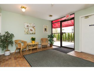 "Photo 3: 105 1467 MARTIN Street: White Rock Condo for sale in ""Searidge Court"" (South Surrey White Rock)  : MLS®# R2154678"