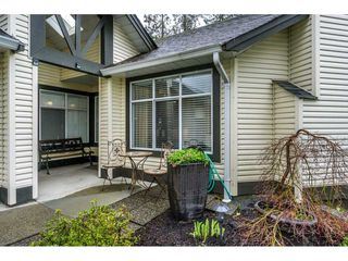 "Photo 3: 24 19649 53 Avenue in Langley: Langley City Townhouse for sale in ""Huntsfield Green"" : MLS®# R2155558"