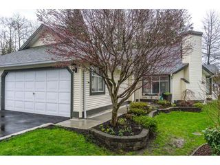 "Photo 2: 24 19649 53 Avenue in Langley: Langley City Townhouse for sale in ""Huntsfield Green"" : MLS®# R2155558"