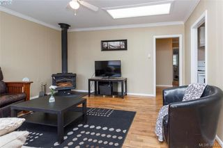 Photo 3: 631 Hoffman Ave in VICTORIA: La Mill Hill Single Family Detached for sale (Langford)  : MLS®# 766785