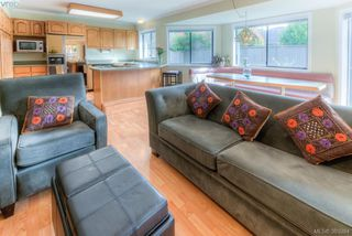 Photo 11: 1825 Knutsford Pl in VICTORIA: SE Gordon Head House for sale (Saanich East)  : MLS®# 782559