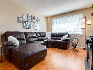 Photo 3: 6131 BEAVER DAM Way NE in Calgary: Thorncliffe House for sale : MLS®# C4184373