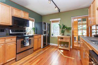 Photo 5: 3011 Cedar Hill Rd in VICTORIA: Vi Oaklands House for sale (Victoria)  : MLS®# 792225
