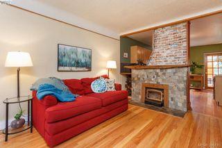 Photo 3: 3011 Cedar Hill Rd in VICTORIA: Vi Oaklands House for sale (Victoria)  : MLS®# 792225