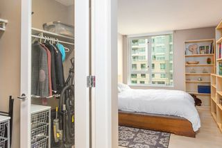 "Photo 9: 606 120 MILROSS Avenue in Vancouver: Mount Pleasant VE Condo for sale in ""THE BRIGHTON"" (Vancouver East)  : MLS®# R2305107"