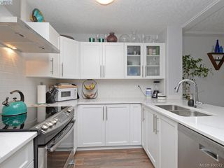 Photo 7: 302 400 Dupplin Rd in VICTORIA: SW Rudd Park Condo for sale (Saanich West)  : MLS®# 799317