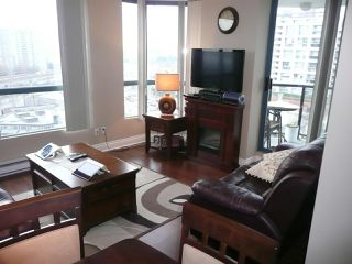 "Photo 4: 803 55 TENTH Street in New Westminster: Downtown NW Condo for sale in ""WESTMINSTER TOWERS"" : MLS®# R2324316"