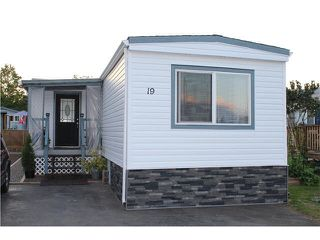 "Main Photo: 19 45640 WATSON Road in Sardis: Vedder S Watson-Promontory Manufactured Home for sale in ""Westwood Mobile Home Park"" : MLS®# R2359926"