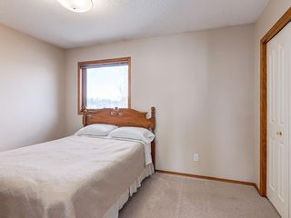 Photo 17: 304 RIVERVIEW Close SE in Calgary: Riverbend Detached for sale : MLS®# C4242495