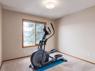 Photo 19: 304 RIVERVIEW Close SE in Calgary: Riverbend Detached for sale : MLS®# C4242495