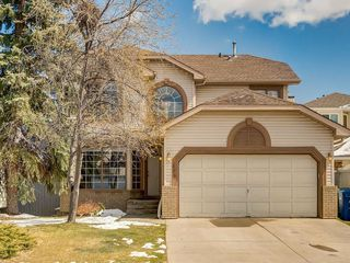 Photo 1: 304 RIVERVIEW Close SE in Calgary: Riverbend Detached for sale : MLS®# C4242495