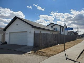 Photo 3: 4768 156 Avenue in Edmonton: Zone 03 House for sale : MLS®# E4202235