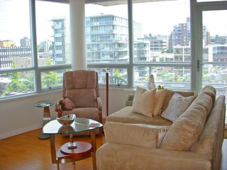 Photo 2: 1102 1570 7TH Ave W in THE TERRACES ON 7TH: Fairview VW Home for sale ()
