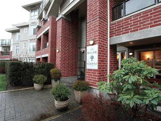 "Photo 2: 101 285 ROSS Drive in New Westminster: Fraserview NW Condo for sale in ""THE GROVE"" : MLS®# R2056148"