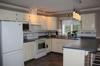 Photo 3: 21070 LAKEVIEW Crescent in Hope: Hope Kawkawa Lake House for sale : MLS®# R2138972