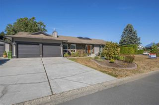 Photo 1: 45247 INSLEY Avenue in Sardis: Sardis West Vedder Rd House for sale : MLS®# R2215367