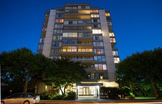 Photo 1: 802 1480 DUCHESS AVENUE in West Vancouver: Ambleside Condo for sale : MLS®# R2190183