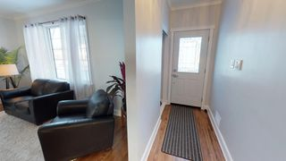 Photo 4: River Heights Bungalow for sale at 442 Niagara Stree!