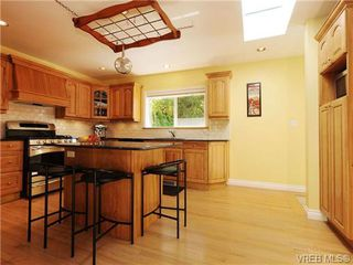 Photo 8: 1515 Regents Place in VICTORIA: Vi Rockland Residential for sale (Victoria)  : MLS®# 342214
