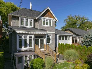 "Photo 20: 2150 E 6TH Avenue in Vancouver: Grandview VE House for sale in ""The Drive"" (Vancouver East)  : MLS®# R2302383"