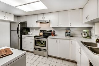 """Photo 3: 506 220 ELEVENTH Street in New Westminster: Uptown NW Condo for sale in """"QUEENS COVE"""" : MLS®# R2319150"""