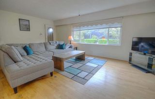 Photo 2: 1069 E 29TH Avenue in Vancouver: Fraser VE House for sale (Vancouver East)  : MLS®# R2320084