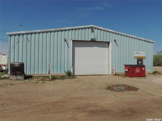 Photo 1: 902 Queen Street in Estevan: Hillside Commercial for sale : MLS®# SK767659