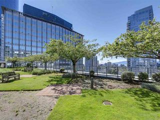 """Photo 16: 1305 938 SMITHE Street in Vancouver: Downtown VW Condo for sale in """"ELECTRIC AVENUE"""" (Vancouver West)  : MLS®# R2491413"""