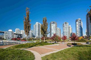 "Photo 32: 607 550 PACIFIC Street in Vancouver: Yaletown Condo for sale in ""AQUA AT THE PARK"" (Vancouver West)  : MLS®# R2518255"