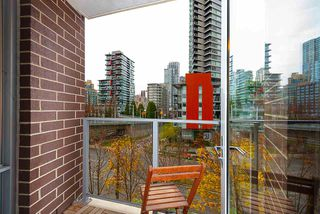 "Photo 9: 607 550 PACIFIC Street in Vancouver: Yaletown Condo for sale in ""AQUA AT THE PARK"" (Vancouver West)  : MLS®# R2518255"