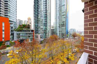 "Photo 11: 607 550 PACIFIC Street in Vancouver: Yaletown Condo for sale in ""AQUA AT THE PARK"" (Vancouver West)  : MLS®# R2518255"