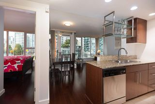 "Photo 4: 607 550 PACIFIC Street in Vancouver: Yaletown Condo for sale in ""AQUA AT THE PARK"" (Vancouver West)  : MLS®# R2518255"