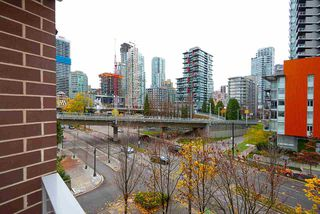 "Photo 10: 607 550 PACIFIC Street in Vancouver: Yaletown Condo for sale in ""AQUA AT THE PARK"" (Vancouver West)  : MLS®# R2518255"