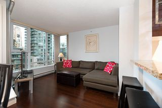 "Photo 7: 607 550 PACIFIC Street in Vancouver: Yaletown Condo for sale in ""AQUA AT THE PARK"" (Vancouver West)  : MLS®# R2518255"
