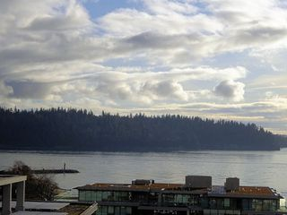 "Main Photo: 1002 1341 CLYDE Avenue in West Vancouver: Ambleside Condo for sale in ""CLYDE GARDENS"" : MLS®# R2522324"