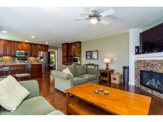 """Photo 10: 9734 206TH Street in Langley: Walnut Grove House for sale in """"Derby Hills"""" : MLS®# F1441883"""